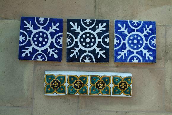 Rivestimento con piastrelle cotto smaltato fatto a mano - Piastrelle bagno decorate ...