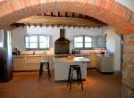 foto-pavimento-cucina-e-arco-con-mattoni-in-cotto