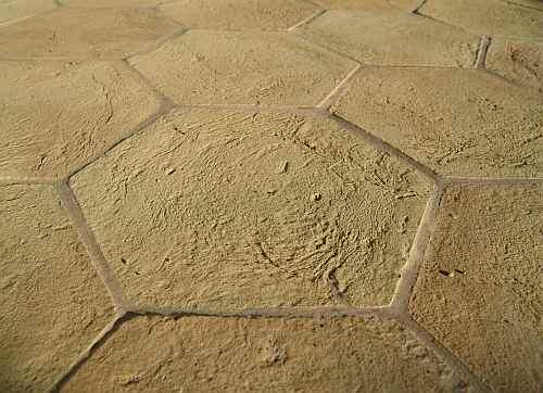 foto pavimento artigianale di castel viscardo trattato con cera