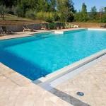 fotografia pavimentazione esterna di una piscina