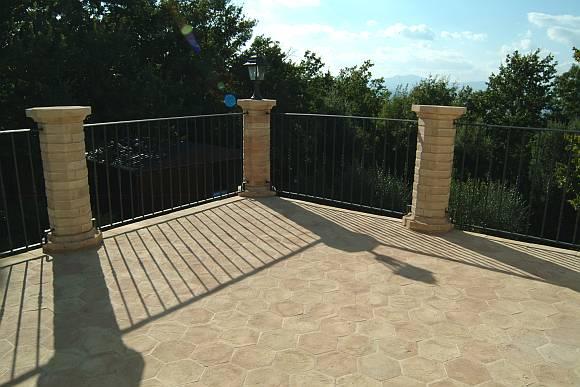 Foto pavimento esterno di una terrazza