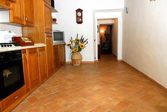 foto pavimento carteggiato cucina